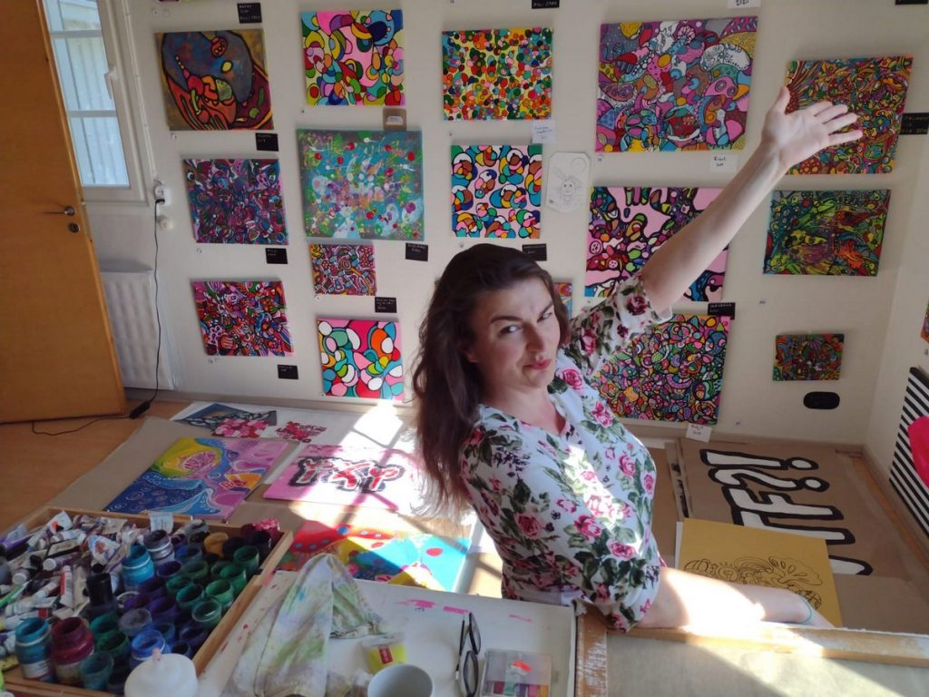 Taiteilijahaastattelussa Veera Zukova