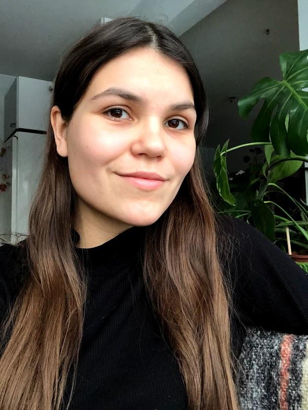 Taiteilijahaastattelussa Janni Mäkinen